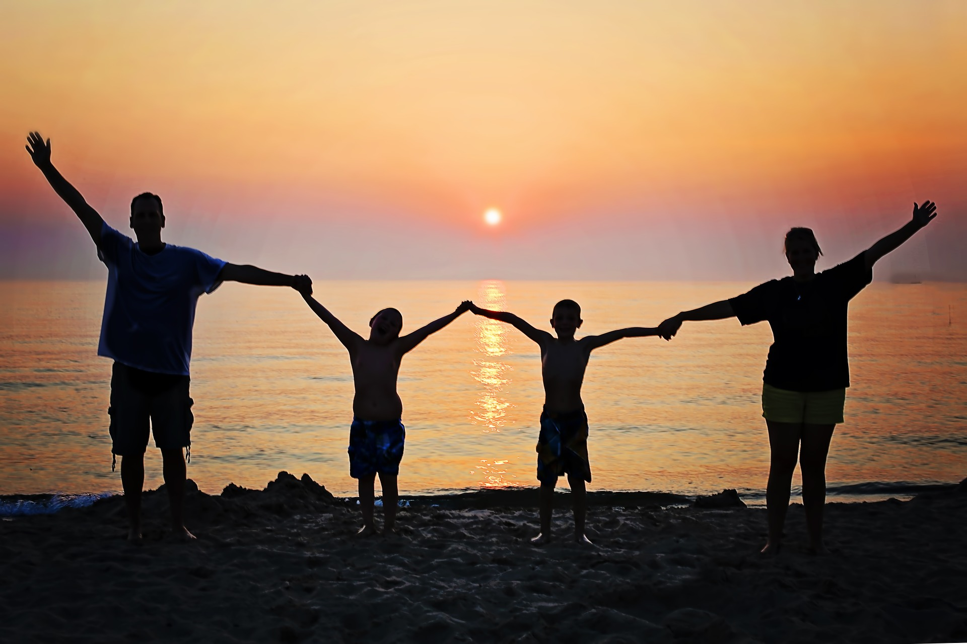 happy-family-on-the-beach